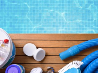 7 Essential Items for Swimming Pool Maintenance