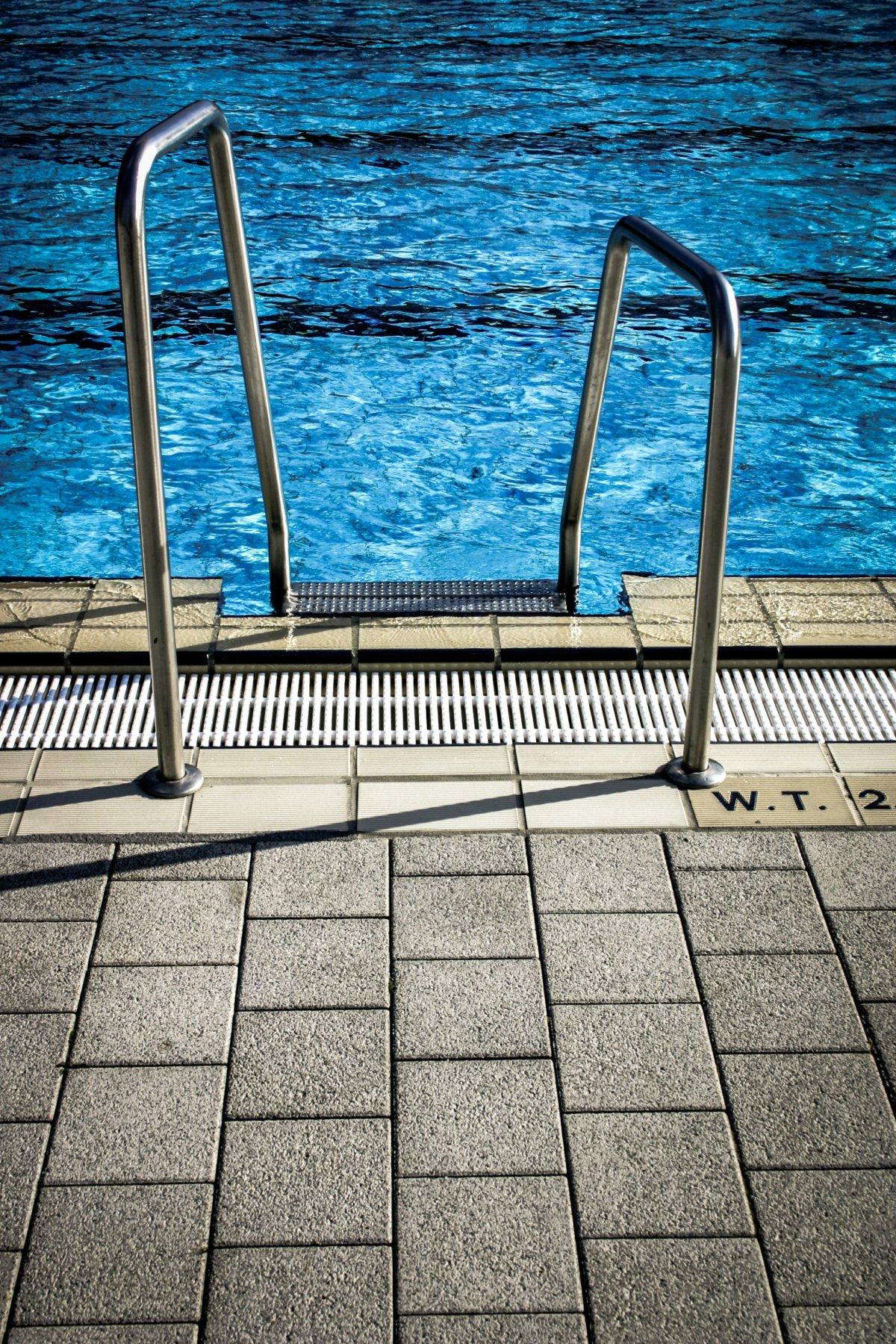 water-pattern-tiles-swimming-pool-97047-1200x1800.jpg