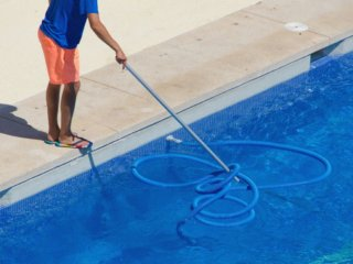 Tips for Keeping your Backyard Swimming Pool Clean